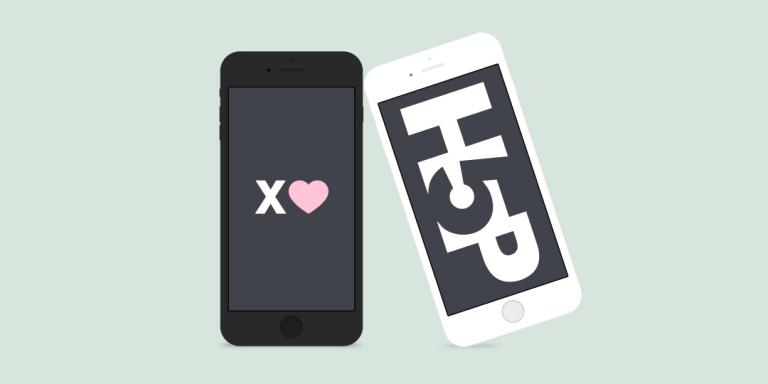 """Två mobiltelefoner, en med texten """"X hjärta"""", en med """"H5P""""."""