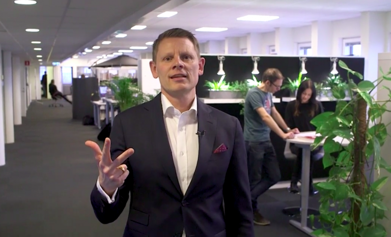 Niklas Harging på Xtractors kontor.