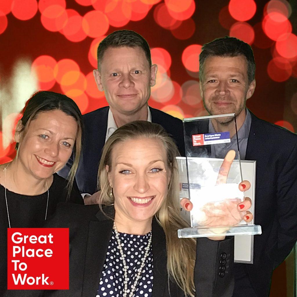 Fyra personer ur Xtractors ledningsgrupp är glada över att ha vunnit utmärkelse från Great Place to Work. På bilden Charina Hake, Niklas Harging, Jeanette Bergvall och Rickard Skiöld.