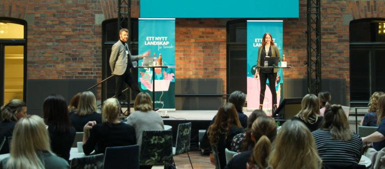Foto från Xtractors kundforum. På scenen Annelie Friman och Rickard Skiöld från Xtractor.